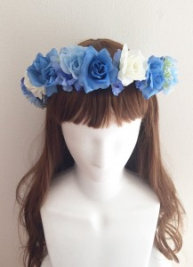 青い花かんむり正面