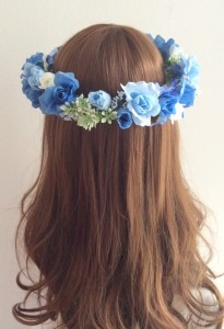青い花かんむり後ろ1