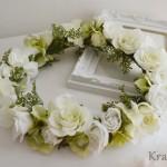 ウェディングドレスによく似合うホワイトグリーンの花冠
