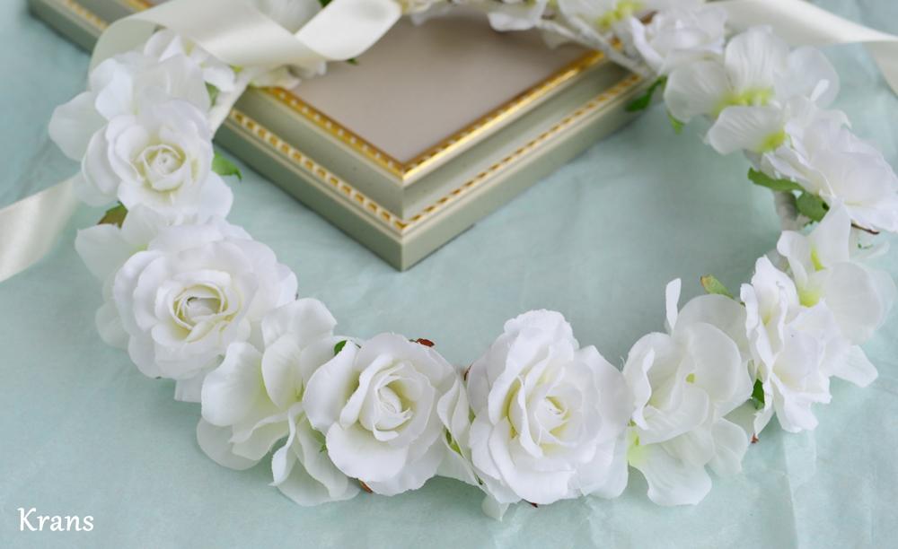 ふんわりかわいい白い花冠アップ