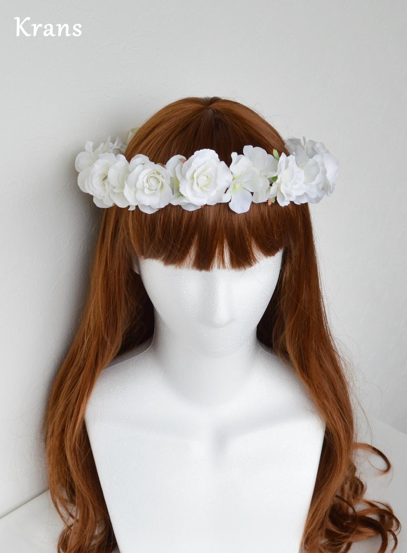 ふんわりかわいい白い花冠正面