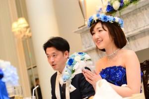 青いバラの花冠フォト