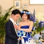 結婚式にもぴったり青いバラの花かんむり