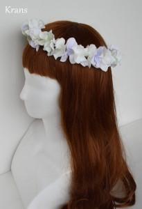 クランスホワイトのスウィートフェミニン花冠ひだり