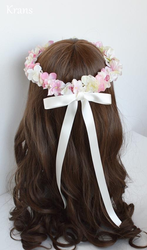 ふんわりピンクの可愛いシルエット花冠リボンスタイル