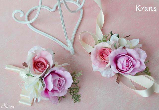 結婚式のピンクローズリストレットブートニア