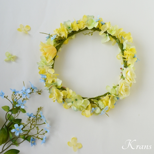 プリムローズイエローとグリーン・ブルーの花冠