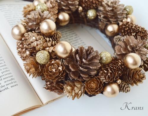 木の実たっぷりゴールドクリスマスリース