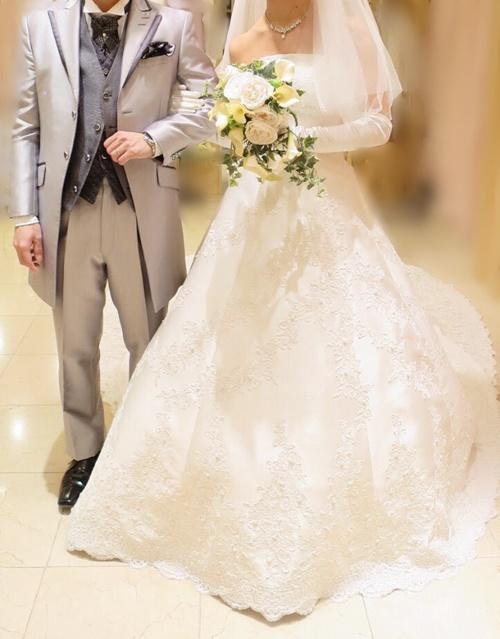 ウェディングドレスに似合うブルーの花冠