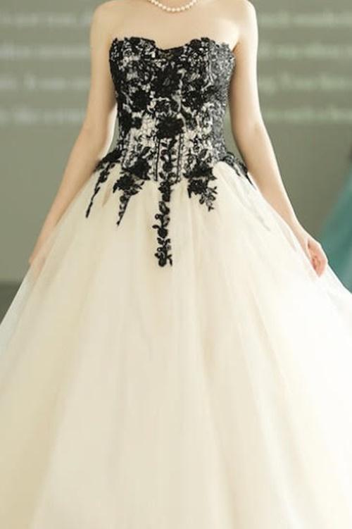 ウェディング黒刺繍ドレスパープルヘッドドレス