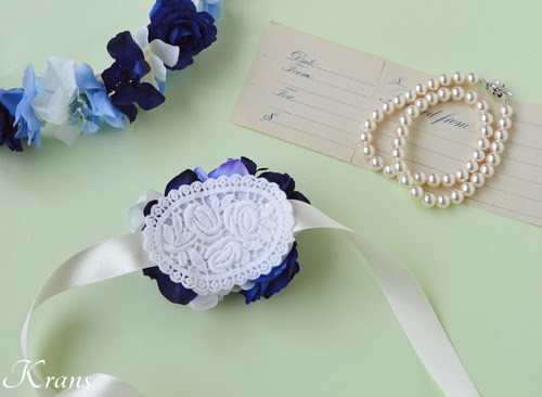 青いバラのリストレットブーケの裏側