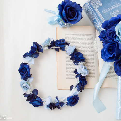 ネイビードレスにロイヤルブルーかすみ草結婚式花冠
