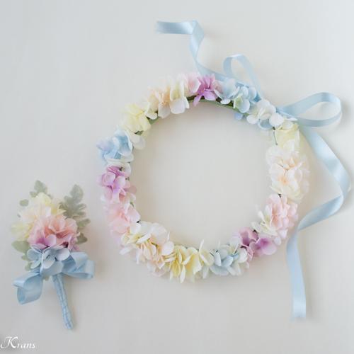 水色のドレスに合わせた虹色の結婚式用花冠