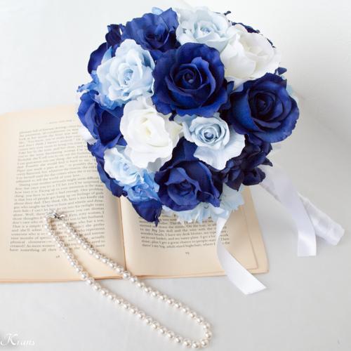 ロイヤルブルードレスに合わせた青いウェディングブーケ