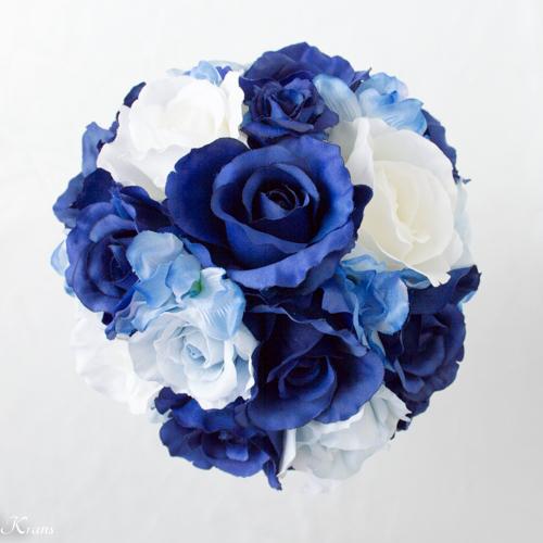 ロイヤルブルードレスに合わせた青いウェディングブーケ2