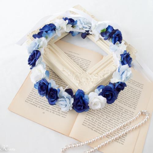 ロイヤルブルードレスに合わせた青いウェディング花冠