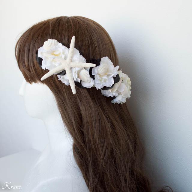 黒と白の花とヒトデ貝を使った結婚式用のヘッドドレスヘアアレンジ9