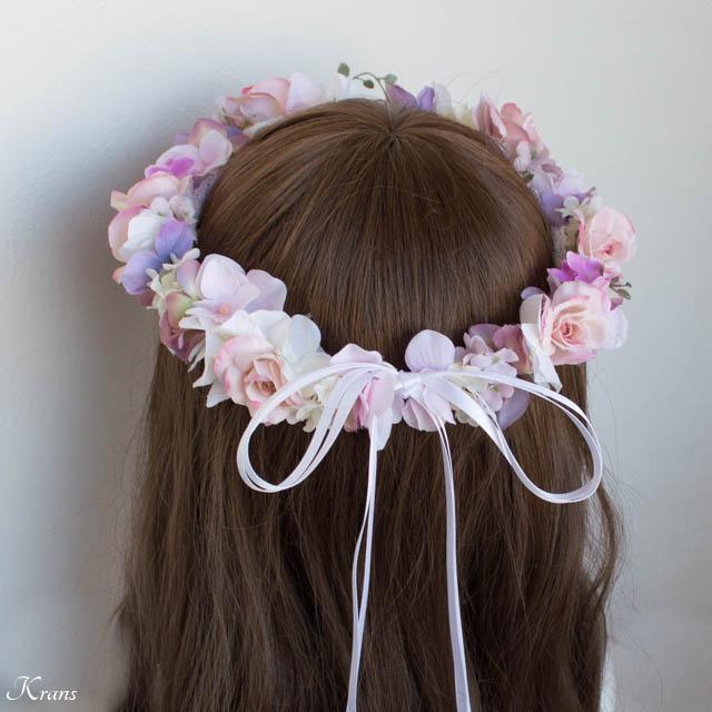 ピンクの花冠を身に着けた花嫁の後ろ姿1
