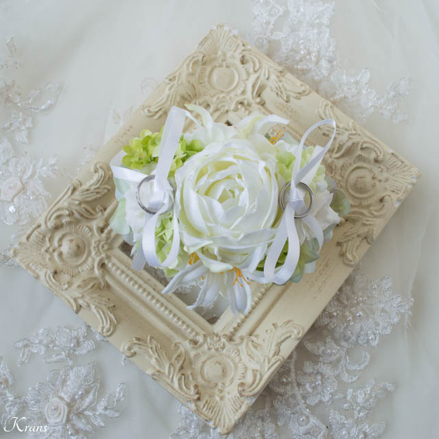 白いバラのリングドッグ用リングピロー