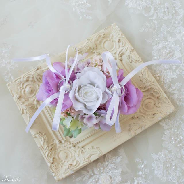 白いバラと紫バラのリングドッグ用リングピロー