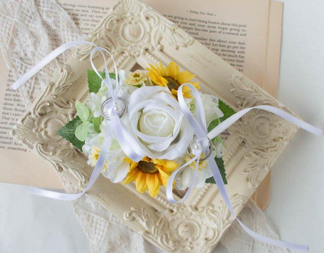 リングドッグ用のリングピロー白バラひまわり3