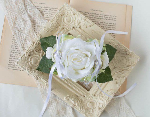 20.白いバラとあじさいのリングドッグ用リングピロー