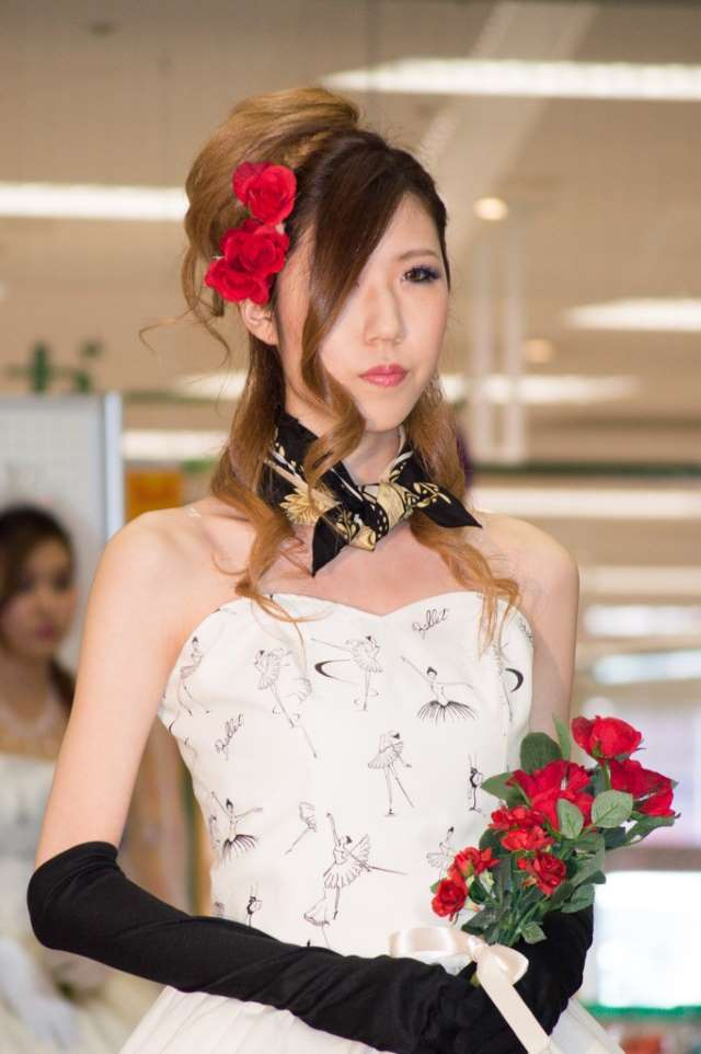 ウェディング赤いバラのブーケと髪飾り