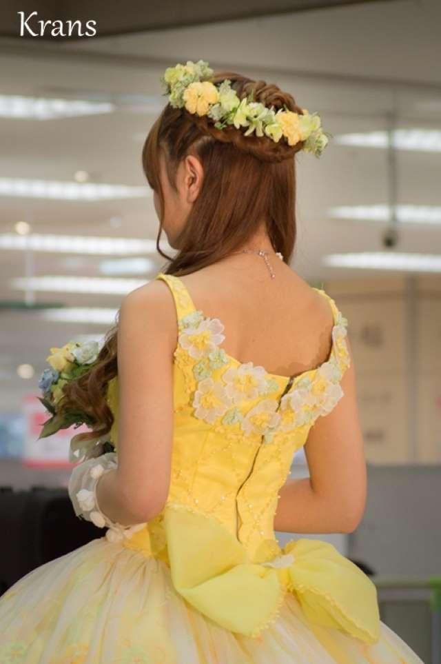 黄色花冠ヘアアレンジ